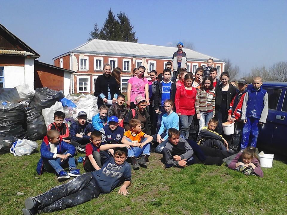 У сільських громадах Вінниччини школярі заробляють на смітті
